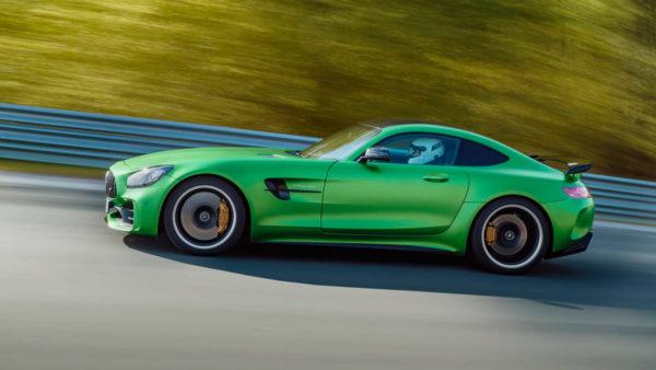 2017-Mercedes-AMG-GT-R-4