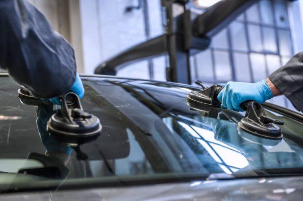 Основные этапы ремонта ветрового стекла автомобиля