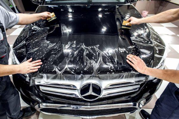 Антигравийная защита авто пленкой: преимущества и недостатки